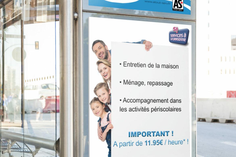 création affiche services à la personne graphisme graphiste affiche pub publicité panneau publicitaire arrêt de bus à antibes cannes nice monaco